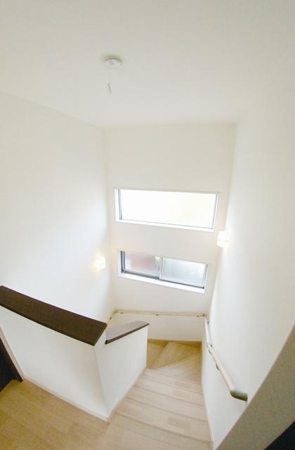 明るい階段ホール